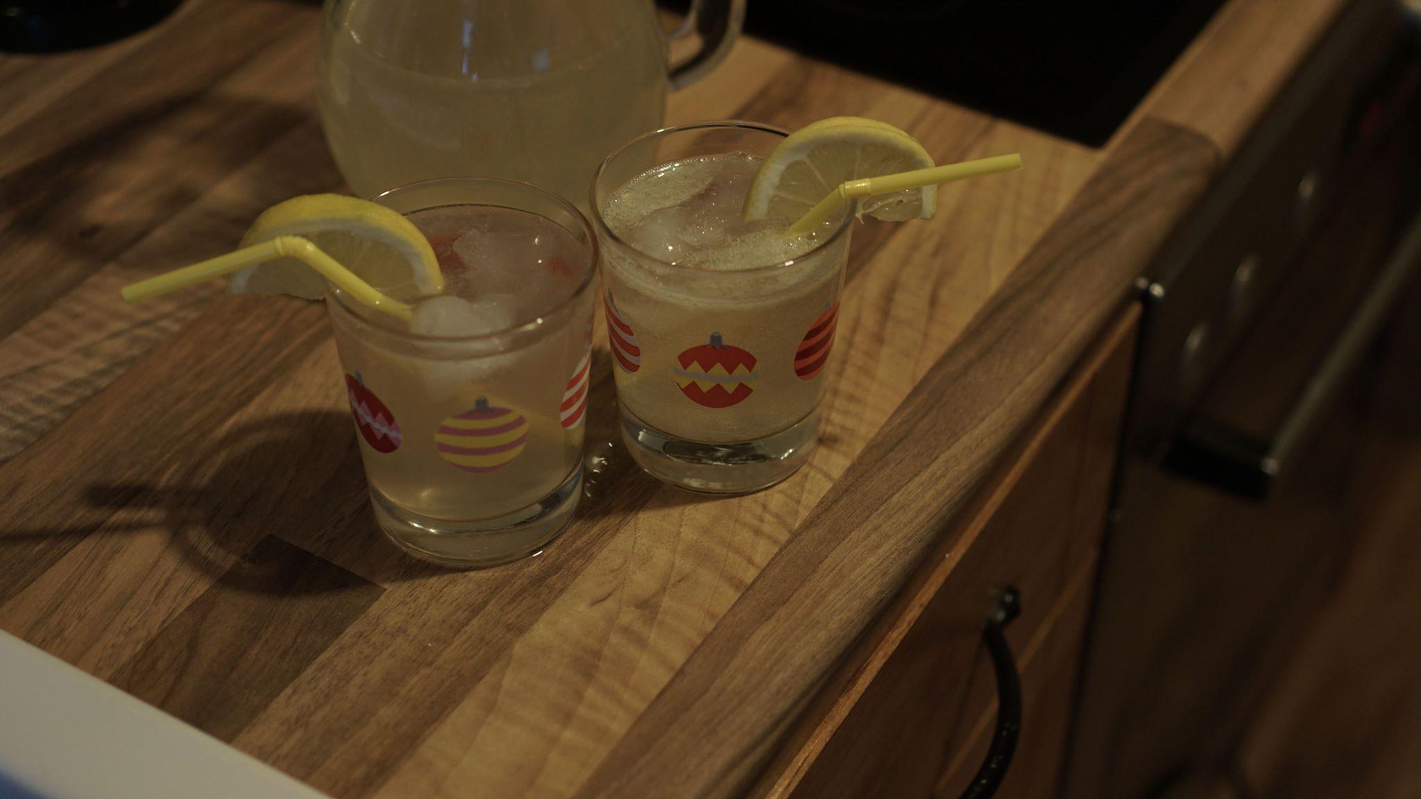Erfrischendes Rezept: Tropische Zitronen-Kokoslimonade